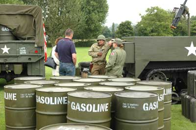 Members of the 514th QM Truck Regiment show their equipment to visitors to the fête
